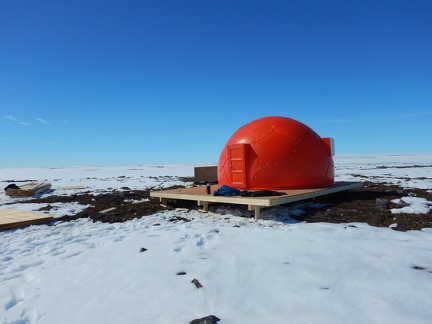 POLAR field camp tent on Greiner Lake / Tente au camp de terrain de POLAIRE au lac Greiner